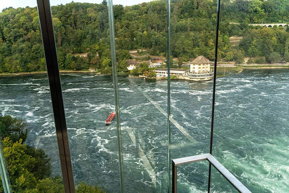Im Fahrstuhl zum Wasserfall